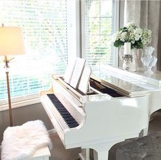 Piano Lessons Worth It Grand Piano Room, Piano Room Decor, Home Decor Bedroom, Piano Living Rooms, Teen Boy Rooms, Piano For Sale, White Piano, Salons Cosy, Best Piano