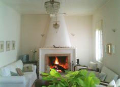 Photo by Thalia. White Houses, Thalia, Homes, Living Room, Home Decor, White Homes, Houses, Decoration Home, Room Decor