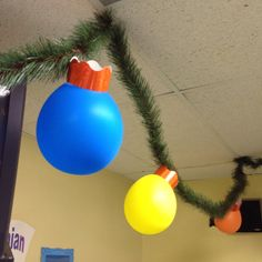 Classroom Christmas Decorations!  It's just some garland, a balloon and bulletin board trim...how clever!