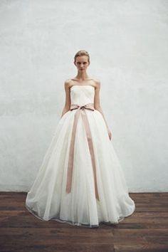 9ed95700f3ed6 全ての花嫁の憧れ Vera Wangの一番人気『バレリーナ』は