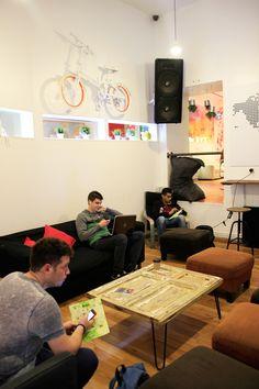 Lounge | Ver partidos de futbol | Decoración y Diseño de mobiliario para salón Way Hostel By Lú Ariz | Quarto da vovó
