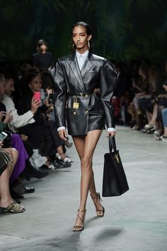 All the Best Runway Looks from Milan Fashion Week Spring Milan Fashion Week Spring 2020 – Milan Runway Fashion Spring Fashion Week Nyc, Lakme Fashion Week, Tokyo Fashion, Fashion 2020, Look Fashion, Fashion Spring, Classy Fashion, Party Fashion, Fashion Edgy