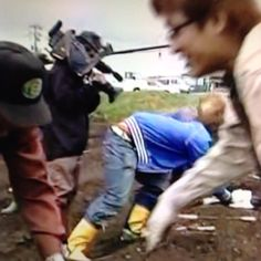 横山さんの後ろ 安田くんのアスパラ大倉くんが横取りするから叫んでる #安田章大