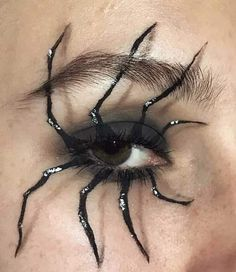 Looking for for inspiration for your Halloween make-up? Navigate here for creepy Halloween makeup looks. Cool Halloween Makeup, Halloween Eyes, Halloween Makeup Vampire, Zombie Makeup, Halloween Halloween, Halloween Costumes Man, Zombie Eyes, Horror Makeup, Scary Costumes