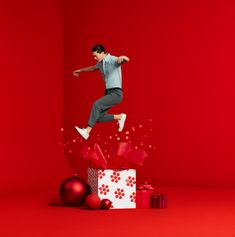 Uniqlo Holiday 2018 on Behance Christmas Campaign, Christmas Ad, Christmas Fashion, Christmas Themes, Ads Creative, Creative Posters, Figure Photography, Creative Photography, Chinese Festival