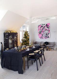 Stylish House in Oslo, dining room, christmas tree, black, gold, design, decor, interior