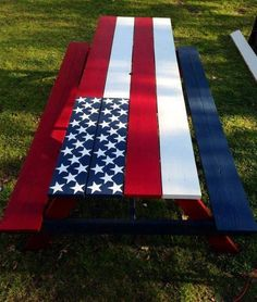 Picnic Table.....  #GreenLiving #DIY #DontThrowAway #Discarded #Handmade #Craft #Sculpture #Recycle #Repurpose #ReUse #UPcycle Patriotic Crafts, July Crafts, Patriotic Party, Americana Crafts, Holiday Crafts, Patriotic Flags, Country Crafts, Holiday Ideas, Christmas Gifts