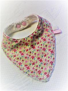 Bavoir Liberty,cadeau de naissance,fille,coton et éponge,cadeau bébé,bavoir  bandana,bavoir écharpe c427500e44f
