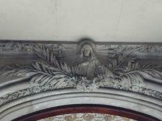 Puede ver los Flores detrás de la escultura   Carrer de Concepción