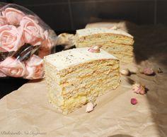 Tort cu Crema de Vanilie si Glazura de Ciocolata Alba (fara zahar, continut scazut de grasimi, 100% sanatos) Krispie Treats, Rice Krispies, Vanilla Cake, Desserts, Food, Tailgate Desserts, Deserts, Essen, Postres