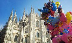 CARNEVALE A MILANO - da domani al 13 febbraio  Come rinunciare al Carnevale di Milano dove i festeggiamenti finiscono quattro giorni dopo il resto dItalia? Per questo motivo qui il Carnevale è una cosa seria un motivo di distinzione che viene festeggiato con tutti i fasti della tradizione. Ogni anno una girandola di maschere a far da cornice a carri allegorici e sfilate che si alternano a spettacoli in Piazza Duomo. Dappertutto colori coriandoli e il dolce profumo di chiacchiere e tortelli…