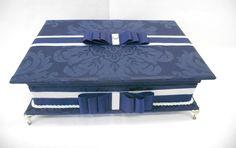 Caixa toalete para festas.  Consulte preço com produtos e embalagens personalizadas inclusas.  Temos outras opções de tecidos e fitas.  Tamanho 33cm x 25cm x 6cm