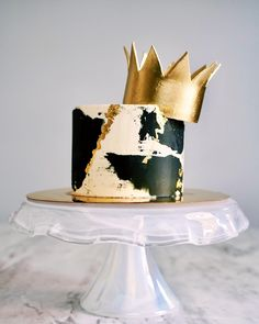 Liam celebrated his turning the B.G one, with this Notorious themed cake 👑🖤 We love the black and gold on this cake design by - it makes such a statement! Every occasion deserves a bit of gold leaf 💛 Small Birthday Cakes, Elegant Birthday Cakes, Beautiful Birthday Cakes, Birthday Ideas, Cake Cookies, Cupcake Cakes, Birday Cake, Shoe Cakes, Cake Art
