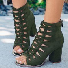 Fancy Shoes, Unique Shoes, Cute Shoes, Low Heel Shoes, Peep Toe Shoes, Shoes Heels, Navy Heels, High Heels, Silver Dress Shoes