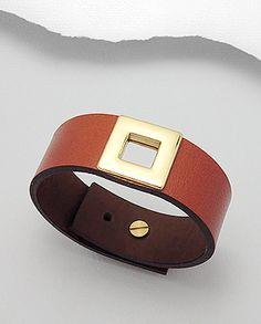 Bracelet Amanda en cuir de qualité supérieure et métal doré.  Couleurs disponibles : Noir, Marron clair.  Longueur : 16,25 à 18,75 centimètres.  Largeur : 2,2 centimètres. www.zoeandnina.com