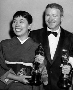 The Academy Awards Ceremony Red Buttons & Miyoshi Umeki Best Supporting Actor Oscar & Supporting Actress Oscar for ''Sayonara'' 1957 Golden Age Of Hollywood, Vintage Hollywood, Classic Hollywood, Actor Secundario, Best Actor, Hollywood Scenes, Hollywood Stars, Classic Tv, Classic Films