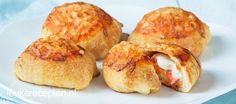 Gevulde pizza ballen - Leuke recepten Appetizer Recipes, Appetizers, 20 Min, Pizza, Party Snacks, Health Diet, Tasty Dishes, Tapas, Baked Potato