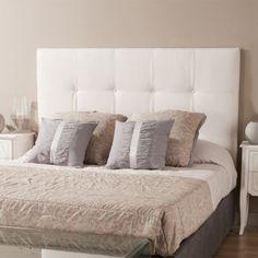 Closs cabecero tapizado con capitoné es perfecto para conseguir un estilo romántico en tu dormitorio. Tapizado en un novedoso tejido, con una textura suave y elegante.