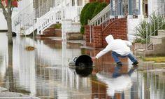 Gli effetti di 'Sandy' a Wildwood, nel New Jersey.    Dal 5 novembre il mondo raccontato #senzagiridiparole. Solo su www.thepostinternazionale.it    (Foto: Reuters/Tim Shaffer) — in Wildwood, NJ.