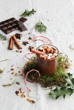 Chocolat chaud aux épices de Noël - aime & mange