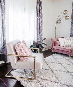 Modern Chic Living Room Decor: Modern Glam Chic Style Living Room Gold Velvet Luxe Home Glam Living Room, Living Room Modern, Living Room Decor Gold, Small Living, Blush Pink Living Room, Barn Living, Glam Room, Room Interior Design, Home Design