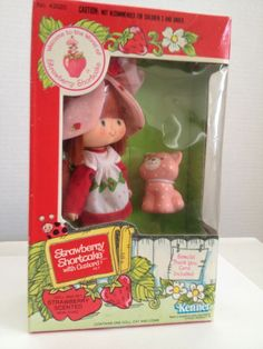 Vintage 1980's MIB KENNER STRAWBERRY SHORTCAKE SCENTED DOLL & CUSTARD #4320