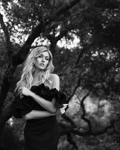 Felicity Smoak, Katherine Mcnamara, Fantasy Series, Beautiful Person, Shades Of Grey, Aesthetic Pictures, American Actress, Character Inspiration, It Cast