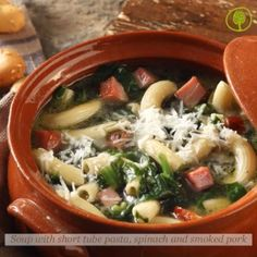 Thursday Recipe: soup with short tube pasta, spinach and smoked pork ... A simple winter soup that stands out thanks to its ingredients: short tube pasta kneaded with buffalo's milk and smoked pork tenderloin!  #yolenistaste #thursdayrecipe #soup #yolenisrecipes