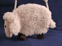 Stofftier Tasche aus Strickvelour aus 100% Schafschurwolle. Ein idealer Begleiter um die Kindergartenjause zu verstauen : )