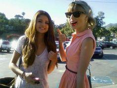 Selena Gomez Hangs With Taylor Swif