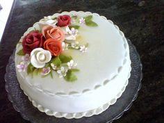 Resultado de imagem para bolo para senhoras de 60 anos