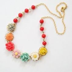 sweet flower necklace~ love the gold chain<3