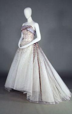 "Pierre Balmain's ""Evening Dress Soir a Chambord"" (1961) | Kobe Fashion Museum"