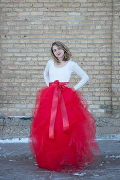 Make a red tulle skirt! - this is a bit more helpful than the other long tulle skirt I've seen (actual drawings to help with the directions)
