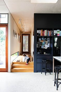 Discover sources, secrets and style tips from an architecture couple who designed and built their cool, contemporary and eco-friendly home in Manly.