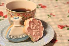 Adorable Alice in Wonderland cookies (no recipe, this is just inspiration)