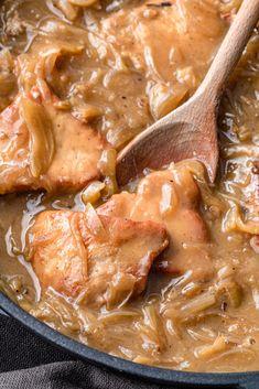 Schab w sosie cebulowym (6 składników) - Wilkuchnia Healthy Dishes, Healthy Recipes, Kitchen Recipes, Cooking Recipes, Pork Recipes, Food Hacks, Eating Plans, Food Porn, Dinner Recipes