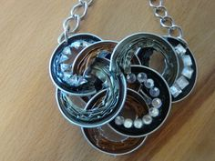 Here are some ideas on how to repurpose in many creative ways your Nespresso capsules, don't throw them away! Recycled Jewelry, Diy Jewelry, Jewelry Accessories, Jewelry Making, Homemade Jewelry, Washer Necklace, Creations, Chain, Silver