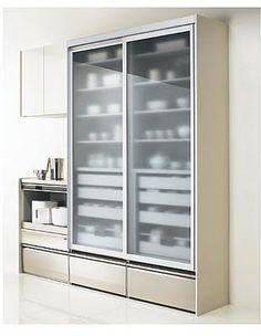 悩む悩む食器棚 - 収納空間を求めて