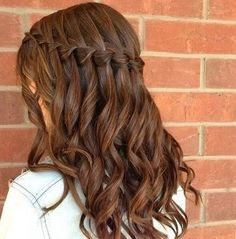 waterfall braid but really I pinned it for the hair color Pretty Hairstyles, Braided Hairstyles, Wedding Hairstyles, Updo Hairstyle, Hairstyle Ideas, Waterfall Hairstyle, Quinceanera Hairstyles, Hair Dos, Gorgeous Hair