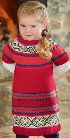 Årets sødeste julekjole er strikket i et lækkert blødt uldgarn, der kan maskinvaskes. Knitting For Kids, Double Knitting, Baby Knitting, Chrochet, Knit Crochet, Christmas Knitting, Alter, Frocks, Baby Dress