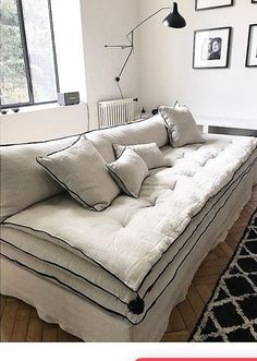 "Le canapé en lin, un ""must have"" en décoration – Mariekke - DIY Möbel Living Room Sofa, Living Room Interior, Living Room Decor, Living Rooms, Canapé Diy, Linen Couch, Crate Furniture, Rooms Furniture, Furniture Ideas"