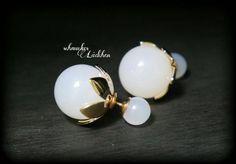 Weiße Perlen Doppel-Perlen Ohrstecker von byschmuckesLaedchen