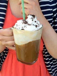 make with coconut ice cream. :) The Germans got it right when they created Eiskaffee, an incredible ice cream coffee drink. Frappuccino, Just Desserts, Dessert Recipes, Drink Recipes, Fall Recipes, Chocolates, Café Chocolate, Chocolate Shavings, Homemade Chocolate