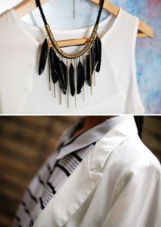 Regata com Colar de Franjas Pretas | Blazer Branco com Camisa Listrada