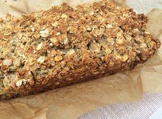 Haferflocken-Brot: – 500g Magerquark – 2 Eier – 1/2 Teelöffel Salz – 2 Päckchen Weinstein-Backpulver – 25g gemahlene Mandeln – 300g kernige Haferflocken – 175g feine Haferflocken