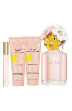 The sweet smell of daisies/// aww I loved my perfume ! Perfume And Cologne, Best Perfume, Perfume Bottles, Marc Jacobs Perfume, Daisy Eau So Fresh, Marc Jacobs Daisy, Body Lotions, Body Spray, Smell Good