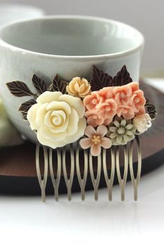 vintage inspired hair clip. love!