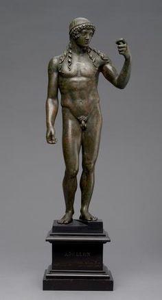 Apollo, Roman statuette (bronze), 1st century BC, (Kunsthistorisches Museum, Vienna).