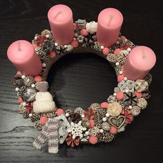Latest Photographs Advent Wreath pink Suggestions Numerous chapels coordinator a strong Advent-wreath-making event on the initial On the with the seas Advent Wreath, How To Make Wreaths, Candlesticks, Christmas Diy, Initials, Wax, Pink Wreath, Wreath Making, Minden
